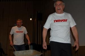 Ein navar. To skodespelarar frå Hovderevyen med sketsj om nyordet «navar». Foto: Noregs Mållag, Flickr.com CC BY