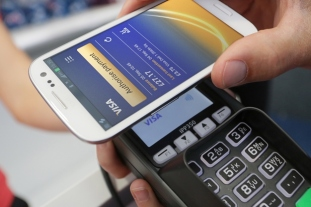 Betaling med mobilen. Foto: Visa